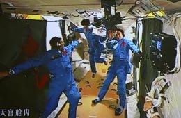"""China envió tres astronautas al módulo """"Tiangong 1"""""""