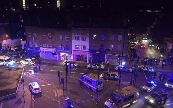 Londres: un vehículo atropelló a varios peatones