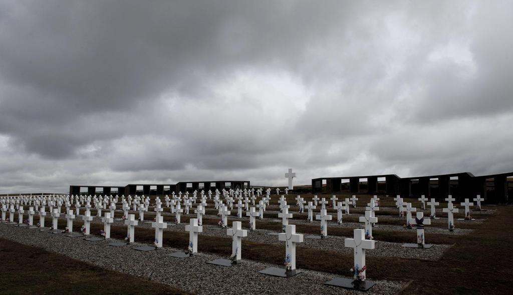 Empiezan a identificar a los soldados caídos en Malvinas