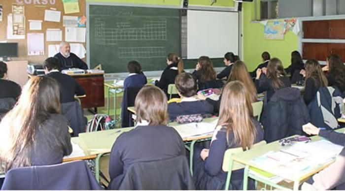 Reducen aportes para cargos docentes y hay preocupación en los colegios privados