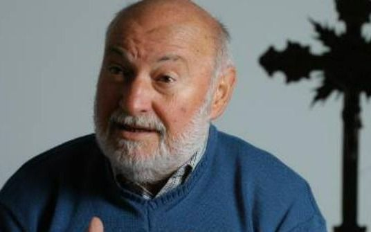 Profundo dolor: despiden los restos del padre Farinello, fallecido a los 81 años