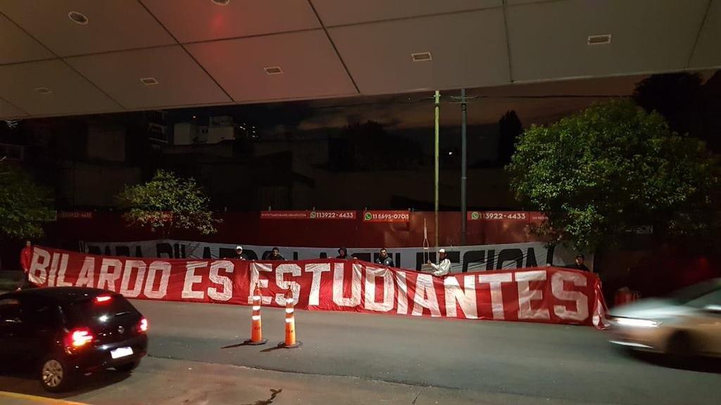 El mundo del fútbol le brindó todo su apoyo a Carlos Bilardo