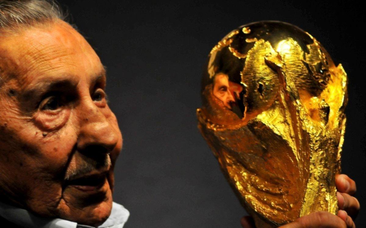 Un uruguayo se impuso sobre Maradona como el mejor de los mundiales