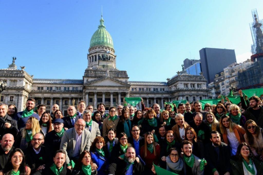 Parte del oficialismo cambió el amarillo por el verde por la legalización del aborto