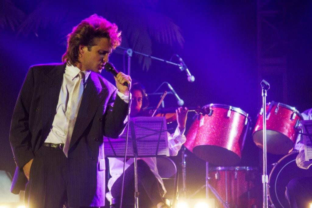 Sergio Mayer da cachetada con guante blanco a fans de LuisMi