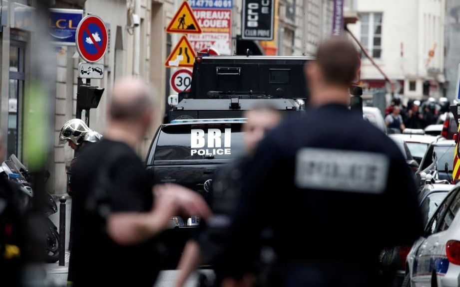 Un hombre armado se atrinchera con varios rehenes en París y asegura tener una bomba