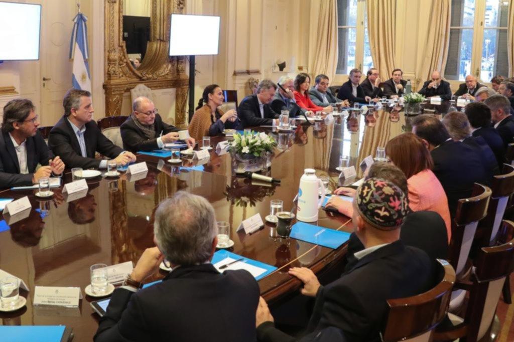 Macri frenó las negociaciones y el triunvirato tuvo que endurecerse