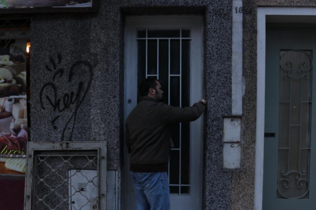 Se metieron en su casa, le robaron casi 80 mil pesos y pasó la noche encerrada