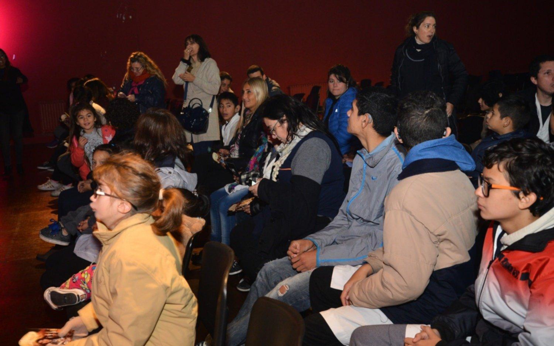 Un centenar de chicos disfrutó de una jornada de teatro inclusivo en el Pasaje Dardo Rocha