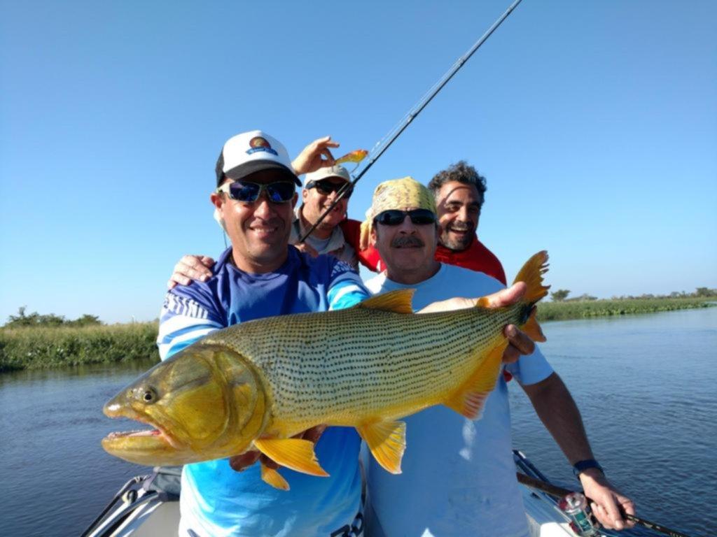 Los dorados siempre dicen presente para los amantes de la pesca en Esquina, Corrientes