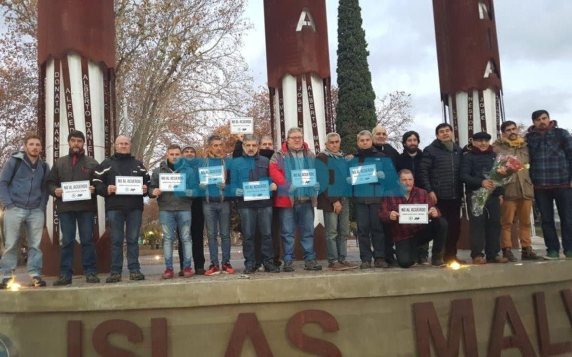 """Ex combatientes de Malvinas protestaron bajo el lema """"no al acuerdo"""""""