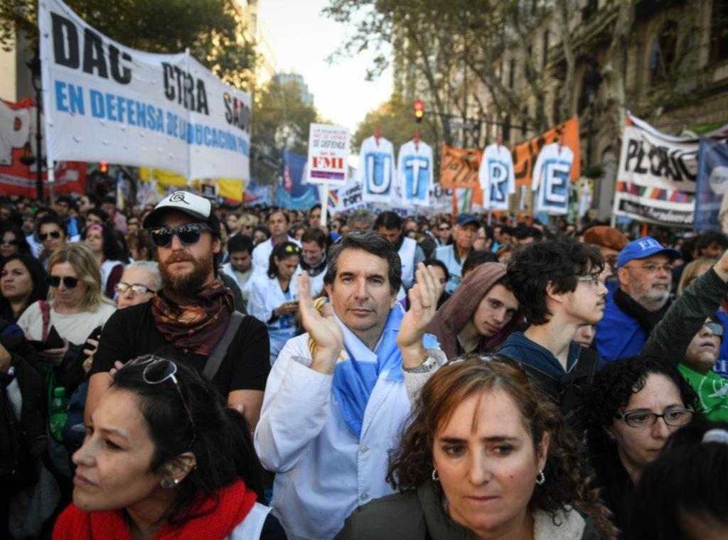 Otra semana con protestas de los docentes para reclamar que los convoquen a paritarias