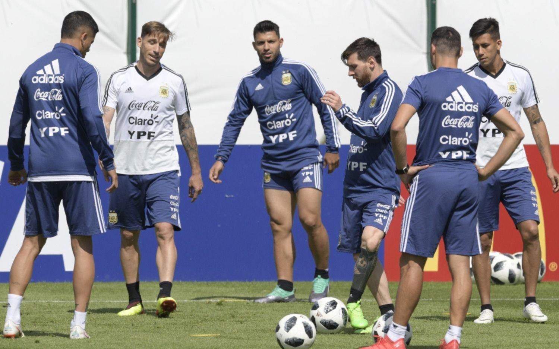 ¡Vergüenza! Aficionados de Argentina 'sacan el cobre' y golpean a Croata