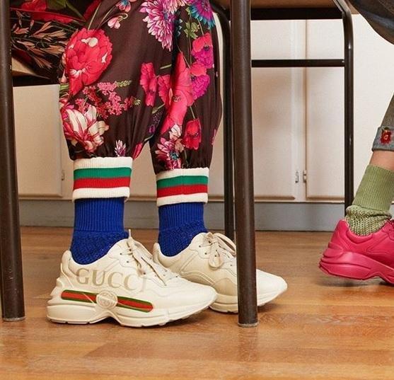 Las zapatillas destierran a los zapatos - mujer-platense 738e9edb973