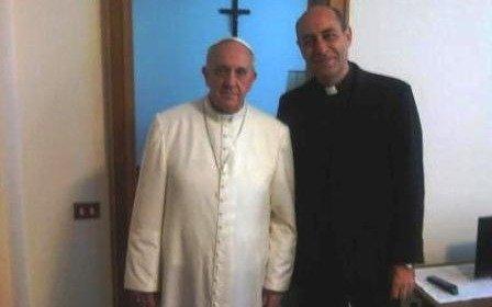 Recibe palio como arzobispo Carlos Aguiar Retes de manos del papa Francisco