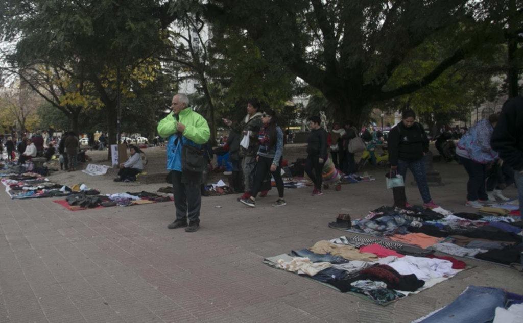 No para de aumentar la venta ambulante y crece la tensión en el centro de la Ciudad