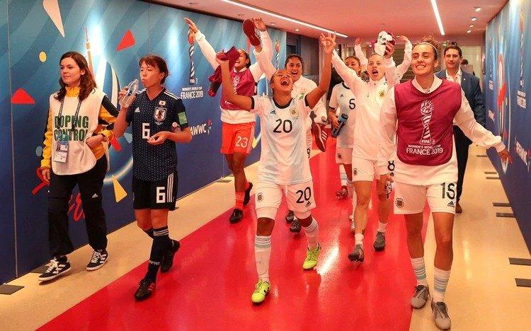 Los Auténticos Decadentes y mucha alegría en el festejo de la Selección femenina