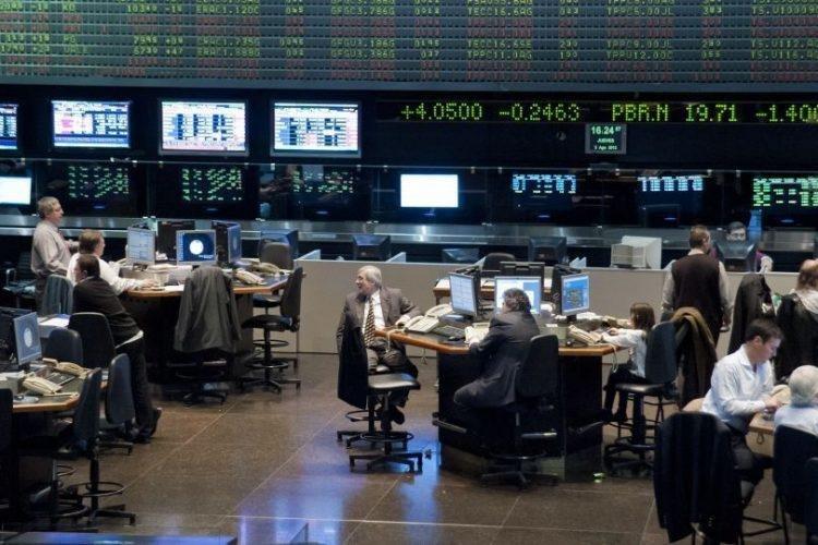 Dólar hoy: se derrumbó hasta los $44,88 en la City porteña