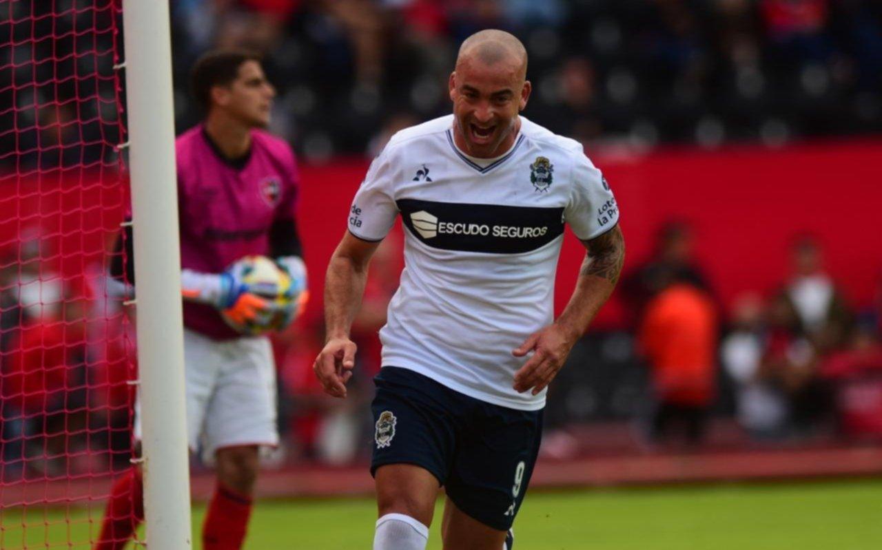 En Argentina, Silva sólo jugaría en Gimnasia