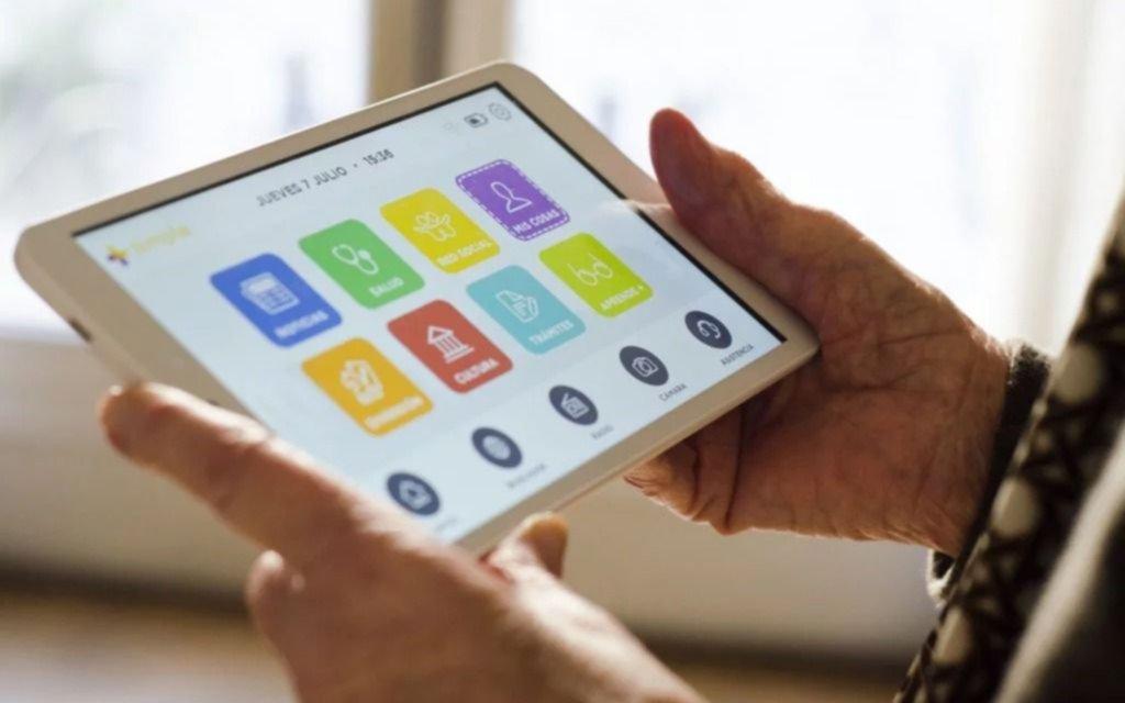 Sigue la convocatoria para que abuelos de la ciudad tengan su propia Tablet