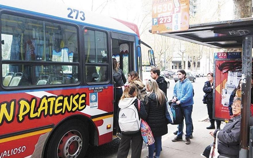 Vecinos reclaman al Municipio y a la Defensoría por el cambio de una parada del 273