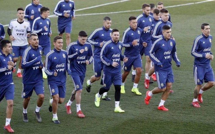 """Copa América: Scaloni """"cerrará"""" mañana el equipo para el debut con Colombia"""