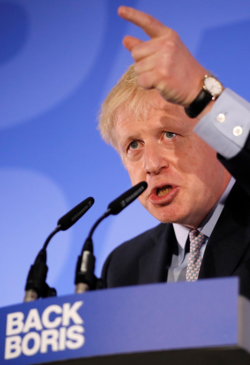 Boris Johnson, en carrera para suceder a May, modera su discurso sobre el Brexit