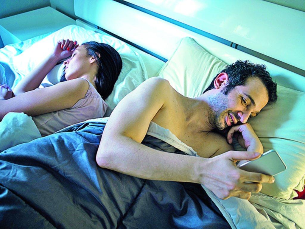 Falta de plata y de sexo, las principales razones de la infidelidad en el país