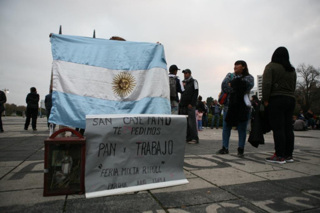 Sigue la tensión con los manteros, que trasladaron la protesta a la plaza Moreno