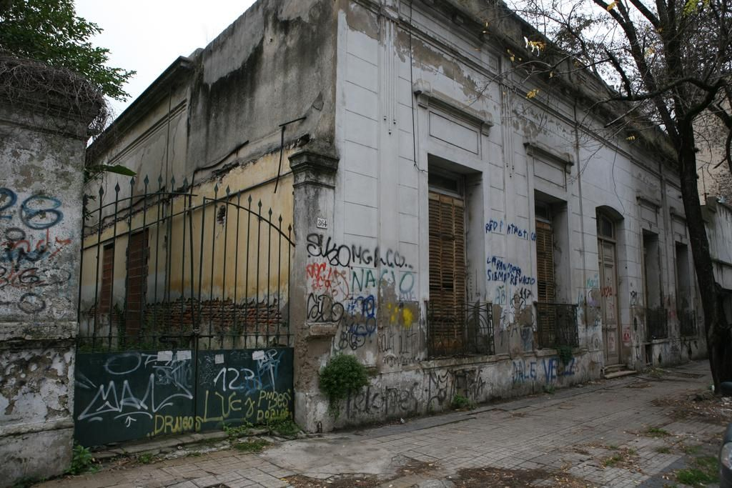 La Casa Arana, un símbolo de la época fundacional sumido en la agonía y a la espera del salvataje