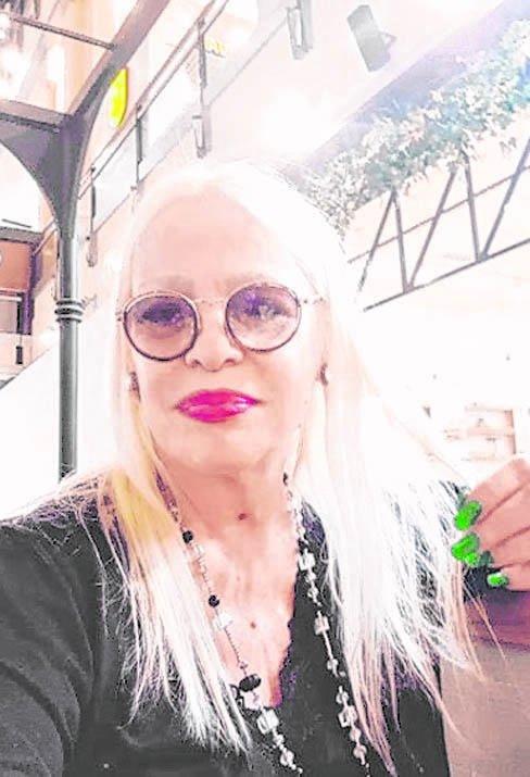 En crisis, Silvia Süller cobra 100 pesos la foto