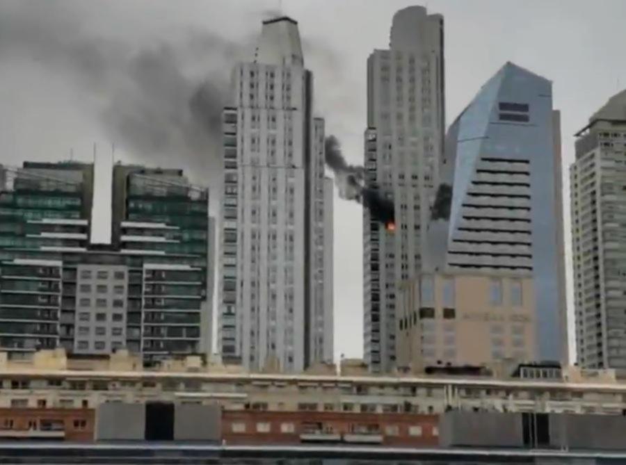 Incendio en un departamento de una lujosa torre de Puerto Madero