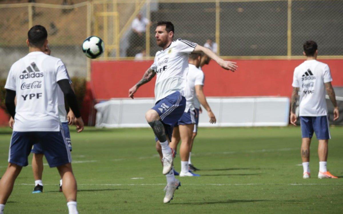 Scaloni contó cómo es la relación entre Messi y sus nuevos compañeros