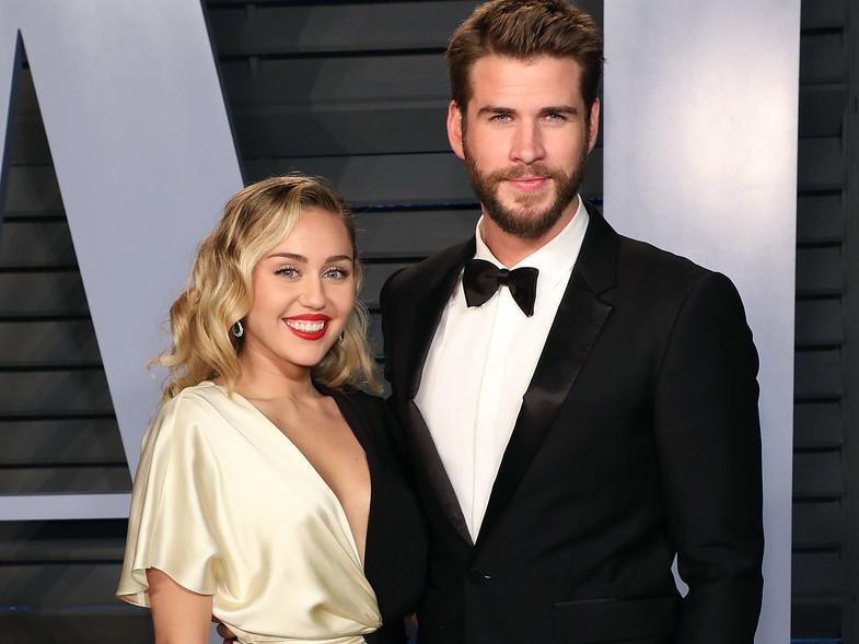Miley negó rumores de crisis con Liam y lo saludó por sus 10 años de amor