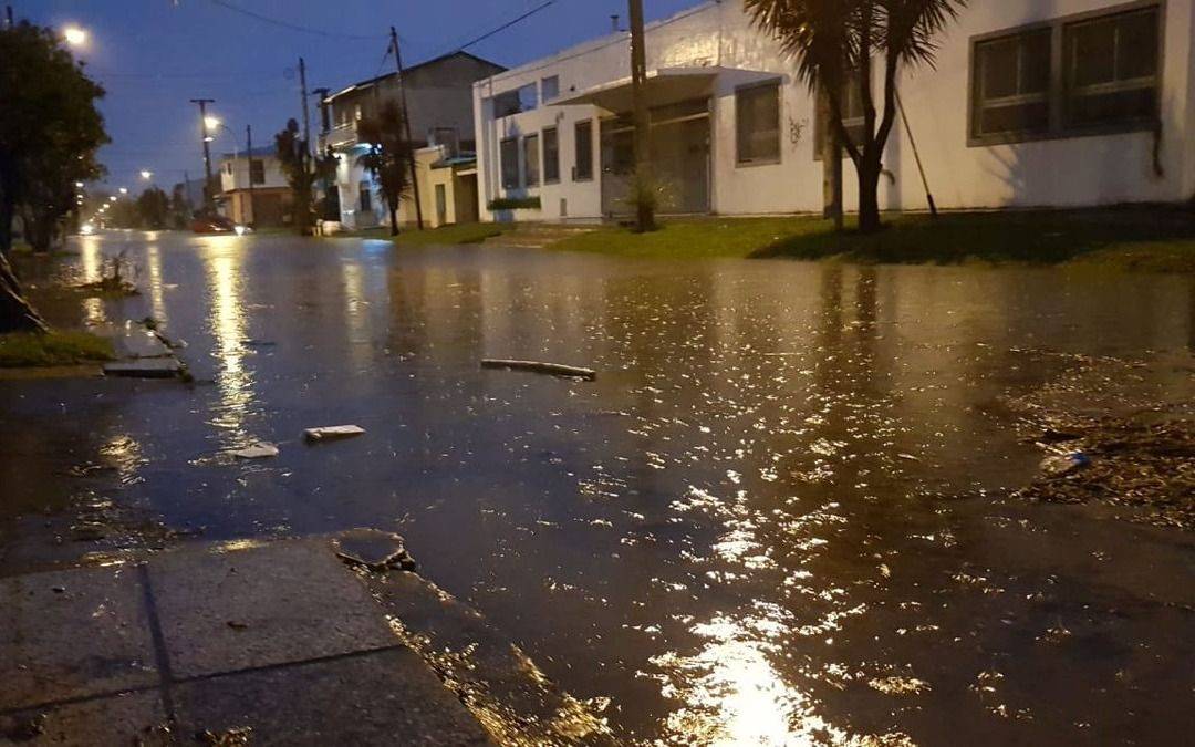 Evacuados y suspensión de clases por el temporal en Mar del Plata