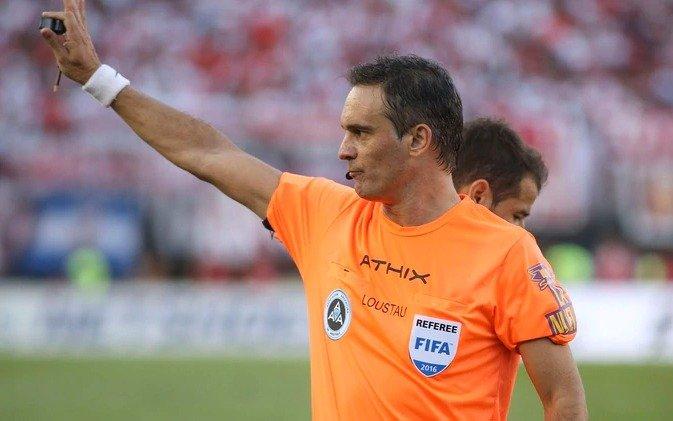 El argentino Patricio Loustau será el árbitro del partido Ecuador-Chile