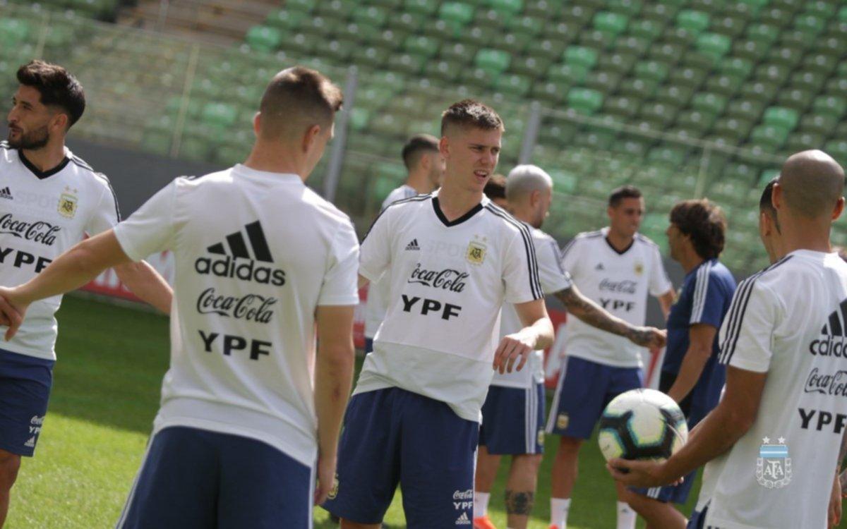 Cuatro cambios y mucha charla en la práctica de la Selección argentina