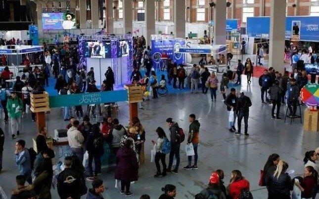 Más de 2.000 jóvenes asisten a la Feria Futuro en busca de ayuda para entrar al mundo del trabajo