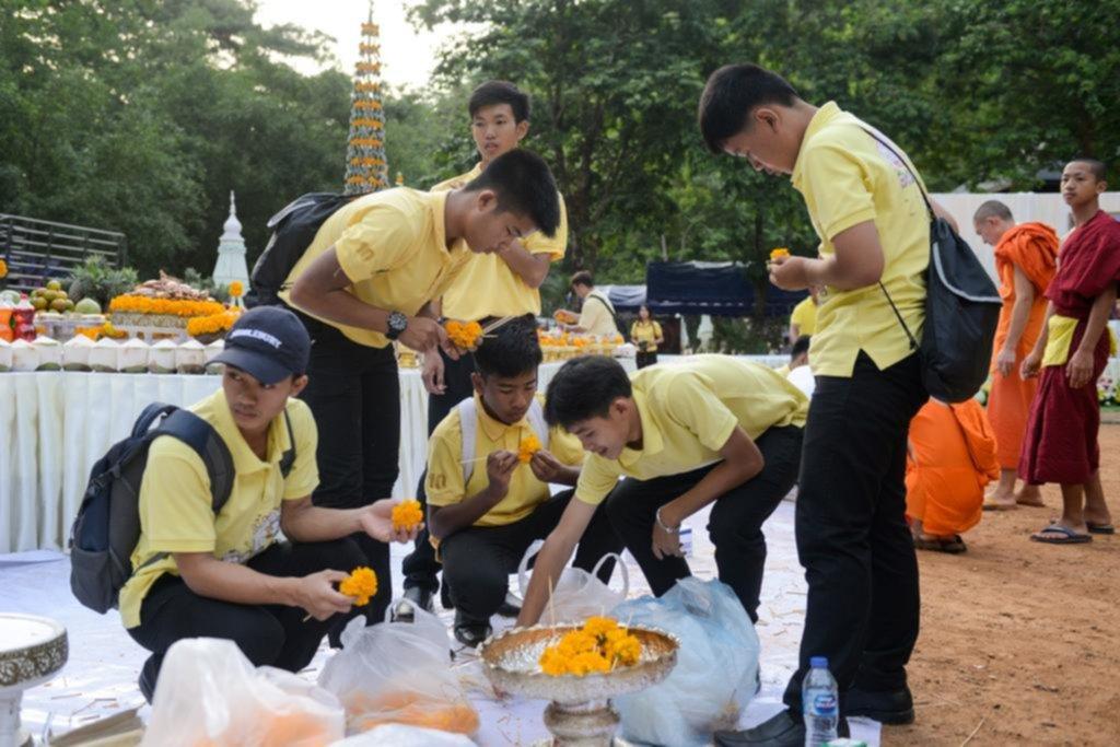 Los chicos de la cueva de Tailandia volvieron a la gruta a un año del increíble rescate
