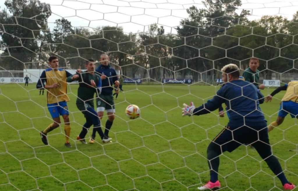 Una mañana muy fría y a puro fútbol en Estancia Chica ante Everton