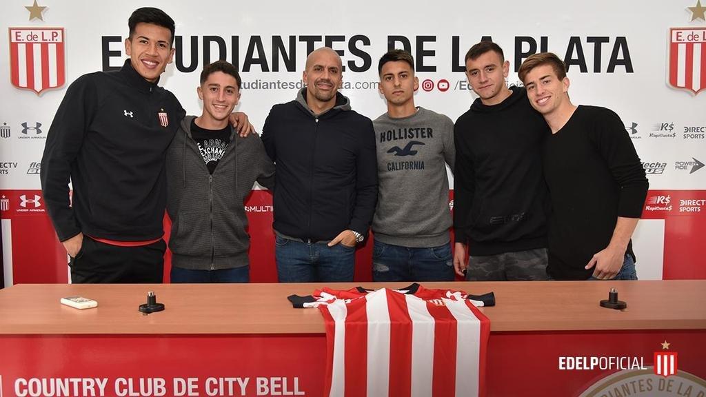 Cinco juveniles del Pincha que firmaron contrato profesional y se entrenan con la Primera