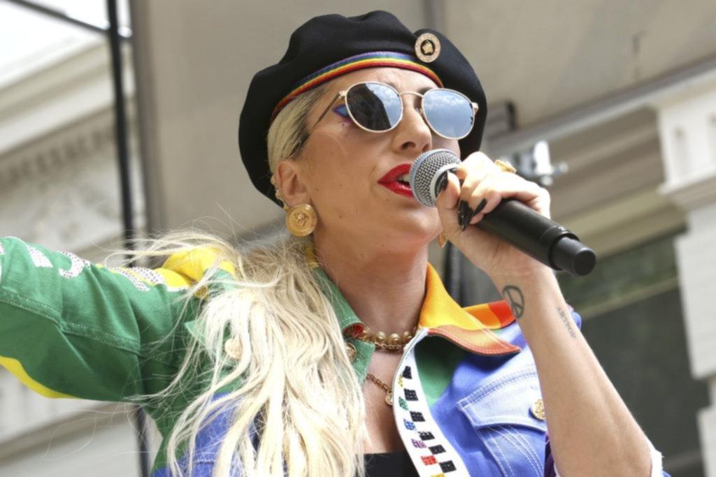 Discurso sorpresa: Lady Gaga apareció en los festejos por el 50º aniversario de Stonewall