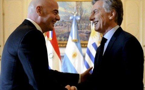 El presidente recibirá hoy una distinción en la sede de la FIFA