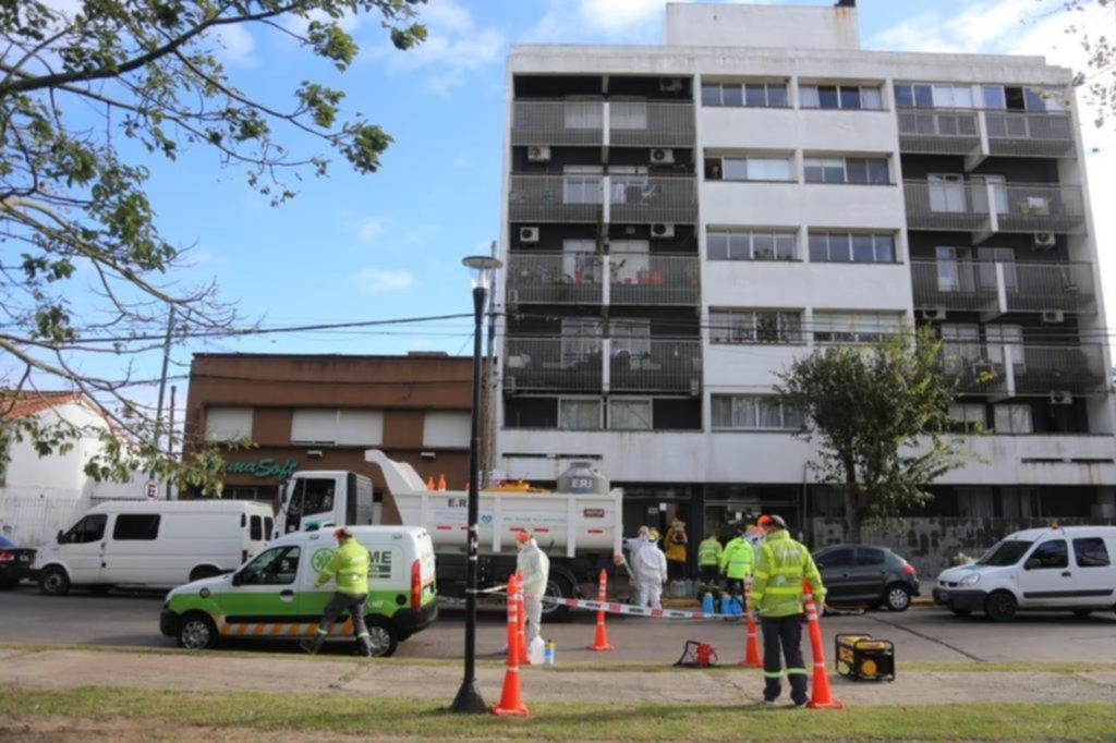 Operativo en un edificio por     un caso positivo de COVID-19