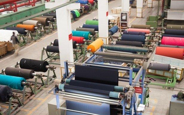 Habilitan a empresas textiles de La Plata a retomar la producción