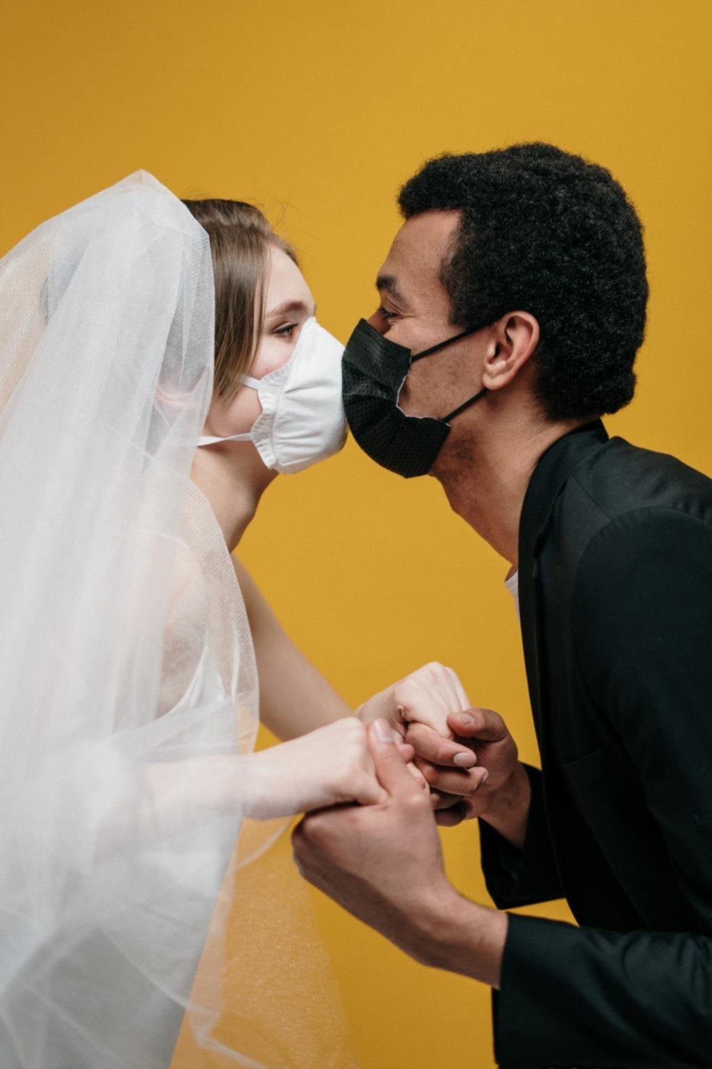 Sexo con barbijo: difunden consejos para tener relaciones en cuarentena