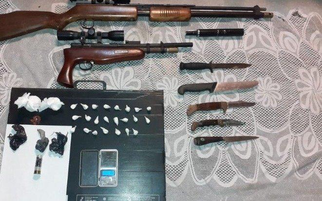 Secuestran armas con silenciador y drogas en Berisso