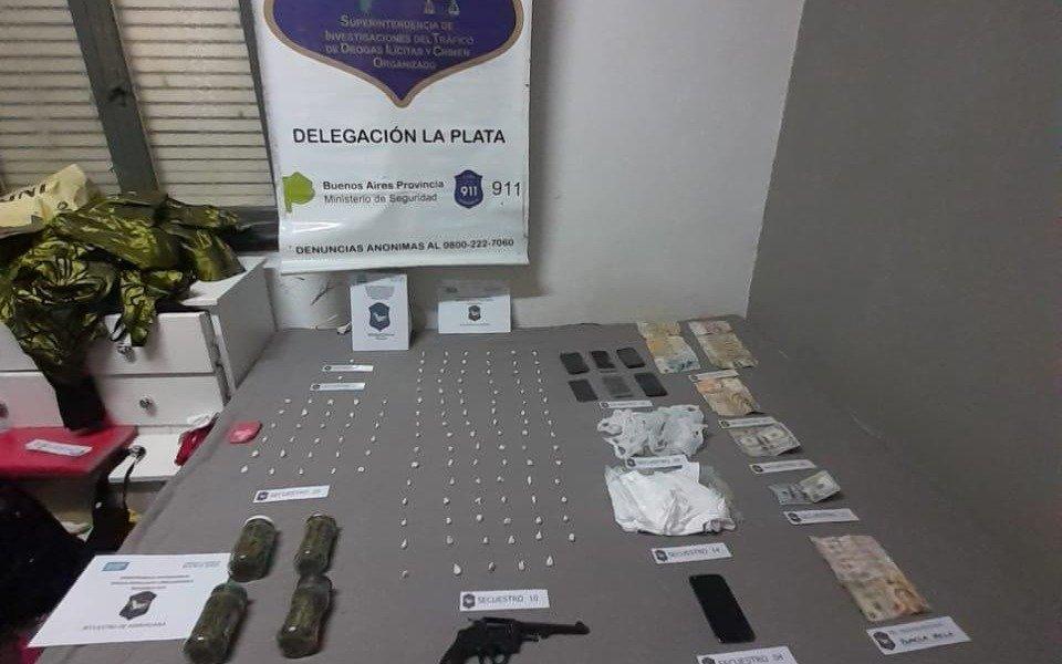 Un ex policía y su esposa vendían drogas a metros de un colegio y una iglesia platenses