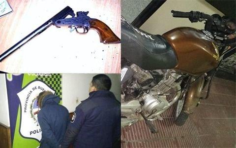 Cayeron dos motochorros armados con un pistolón en avenida 7