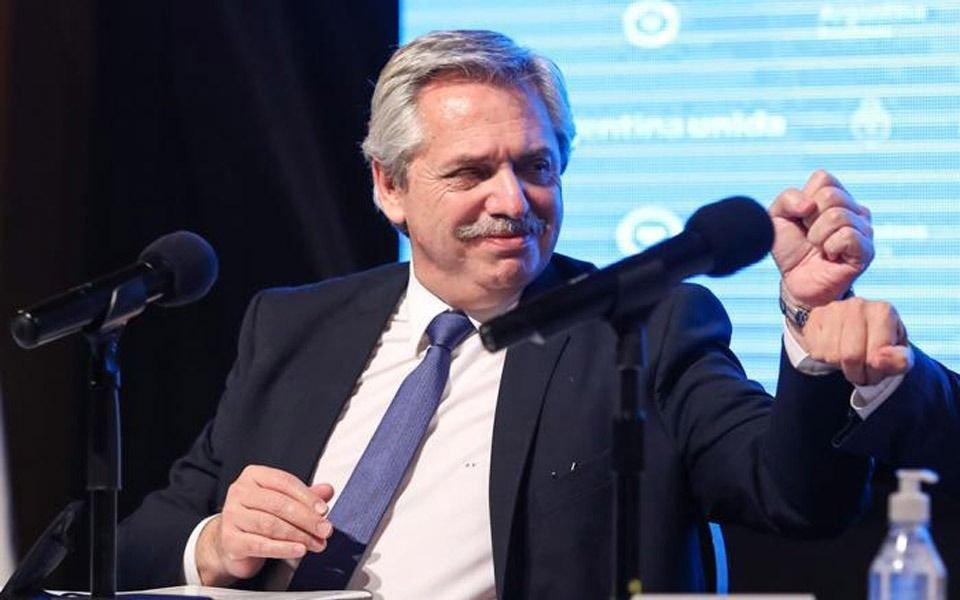 """""""Tenemos que esperar y ver cómo evoluciona el tema"""", dijo Alberto F. sobre el fútbol"""